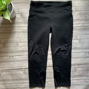Fabletics Capri Leggings Pants